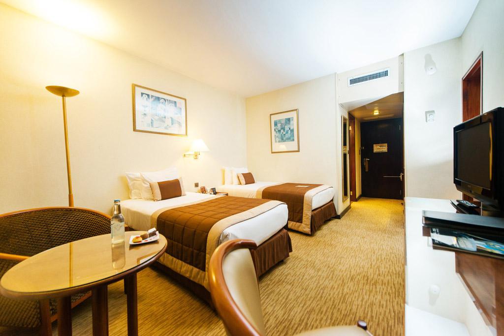Chambre avec deux lits individuels à l'Hotel Carlton Madagascar