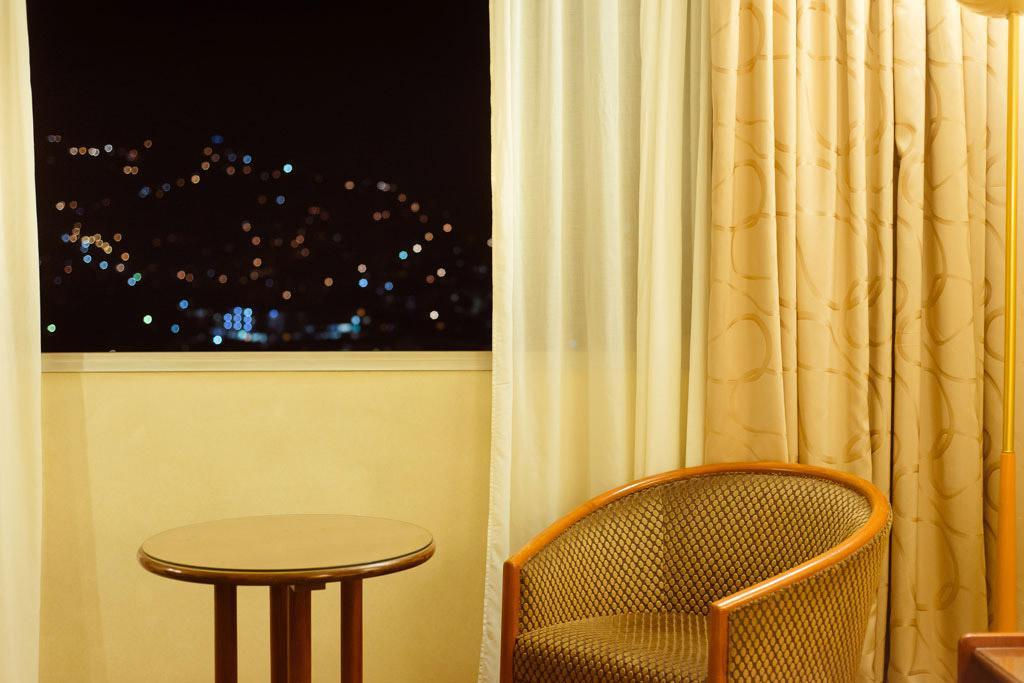 Mobilier dans une chambre superior avec vue nocturne